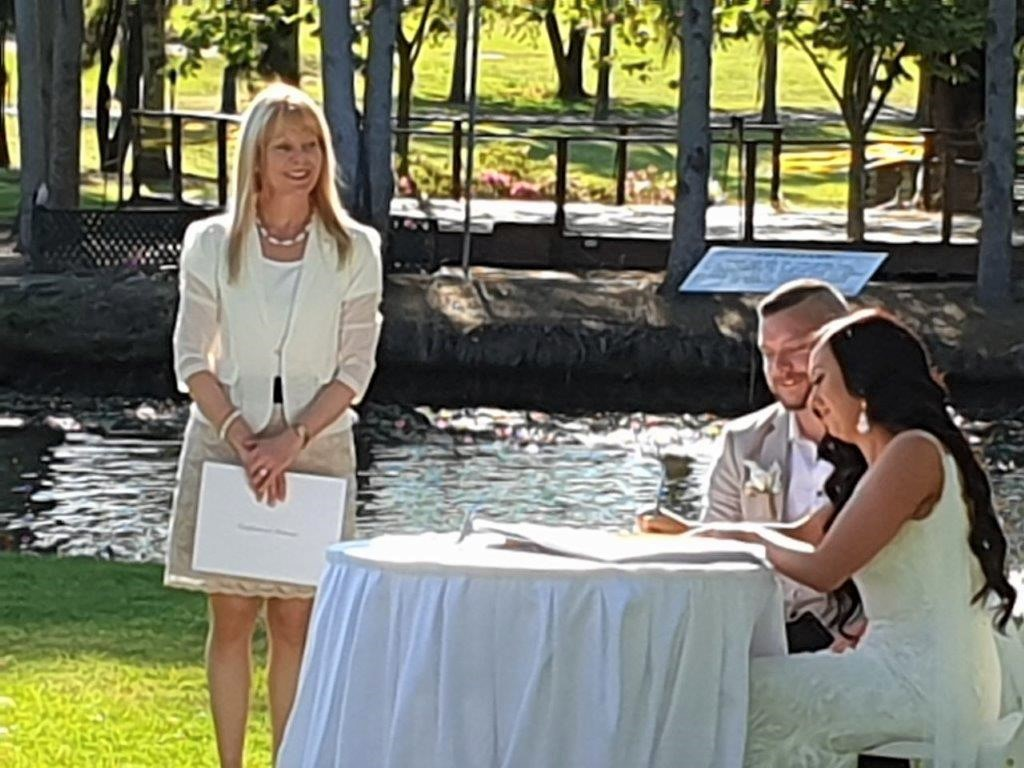 Marriage-celebrant-in-Sydney