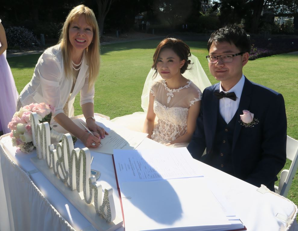 marriage celebrant at Royal Botanic Gardens
